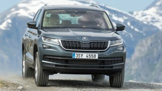 Škoda svolává tisíce vozů do servisu. Mohou mít vadný airbag řidiče