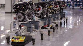 Roboti ve výrobním závodu Seat překonají za rok vzdálenost mezi Zemí a Měsícem