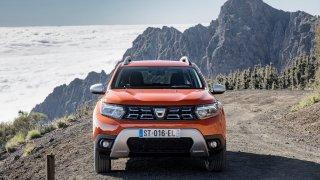 Omlazená Dacia Duster dostala ještě staré logo. Zvenčí prošla evolucí, v útrobách malou revolucí