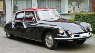 Legenda mezi legendami. Citroën DS byl závodním šampionem, prezidentským kočárem i filmovým hrdinou