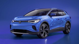 Představuje se čistě elektrický Volkswagen ID.4. Jde o SUV, které je sourozencem Škody Enyaq