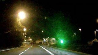 Nudu v Tanvaldu zaháněla provokováním řidičů, oslnila i policejní hlídku. Trest přišel vzápětí