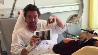 Hammond je po těžké automobilové nehodě po operaci