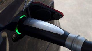 Tesla - nabíjení