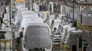 Skupina PSA navyšuje výrobu lehkých užitkových vozidel a v továrně v Mangualde zavádí třísměnný provoz