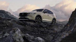 Mazda CX-5 prošla výraznou modernizací. Nesází jen na červenou a jezdí dál výhradně na benzin