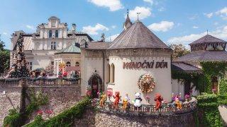 Tip na automobilový výlet: K neuvěření. V Česku existuje místo, kde slaví Vánoce celý rok!