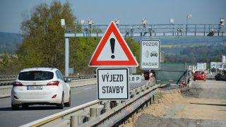 Velká SUV do levého pruhu vzúženích nepatří, varuje ÚAMK