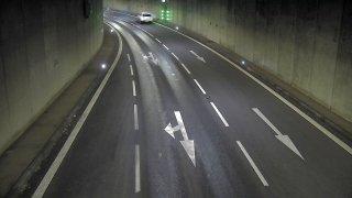Nechtěný kaskadérský kousek v Husovickém tunelu: Otočku přes střechu dokonale zachytily kamery