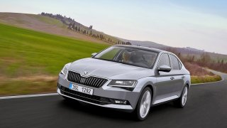 10. Škoda Superb (438 ks)