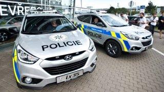 Stovky policejních aut dodá Hyundai. Škoda se brání