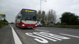 Praha chce úplně zakázat užívání autobusových pruhů auty. Bude to prý bezpečnější pro cyklisty
