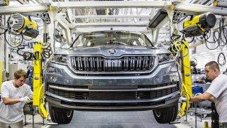 Zaměstnanci Škody Auto vyhrožují peticí i stávkou. Nelíbí se jim přirovnání k Dacii. VW je uklidňuje