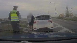 V brněnském tunelu projel kolem policie o 107 km/h nad limit. Tak moc se mu líbil zvuk jeho auta