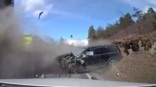 Volvo XC70 se čelně střetlo s kamionem