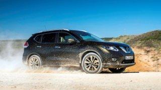 Nissan X-Trail třetí generace je Qashqai prodloužený pro sedm lidí. V posledních letech má problémy