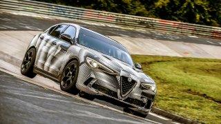 Nejrychlejším SUV je Alfa Romeo Stelvio. Nedivíme se!