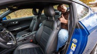 Ford Mustang interiér 16