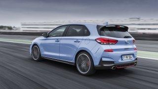 Prohlédněte si ostrý hatchback Hyundai i30 N v poh
