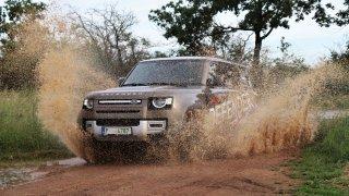 První dojmy z nového Land Roveru Defender: Britsko-slovenský král offroadů zlepšil jízdu na silnici