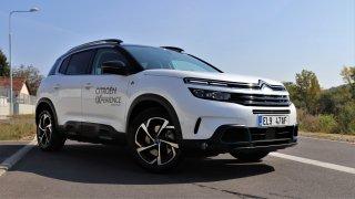 Citroën přijel na český trh s plug-in hybridem C5 Aircross. Na operák se dá pořídit za 9999 Kč